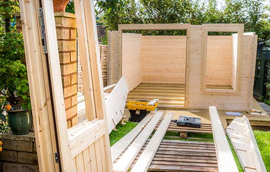 Gartenhäuser im Aufbau von HolzLand Bunzel in Marl und Hamm