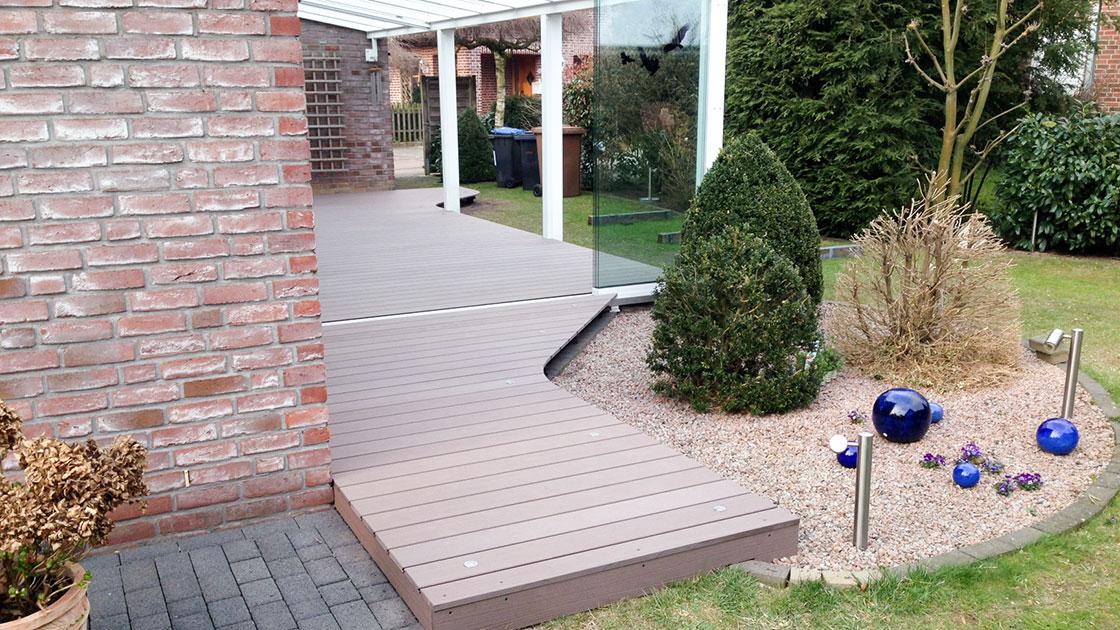 Referenzen WPC-Terrasse mit Beleuchtung von HolzLand Bunzel in Marl und Hamm