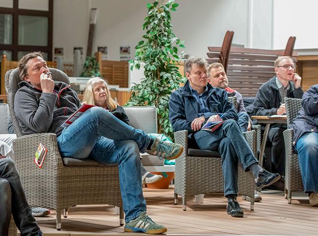 Teilnehmer DIY-Seminar Terrasse verlegen bei HolzLand Bunzel
