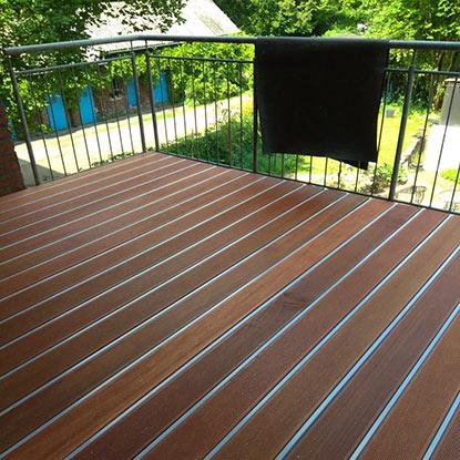 Außen Referenzen | Fertiggestellter Balkon mit Gartenblick | Holzland Bunzel in Marl und Hamm