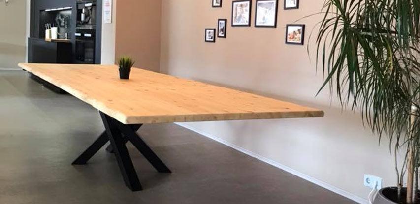 Langer Baumkantentisch | Referenzen | HolzLand Bunzel in Marl und Hamm