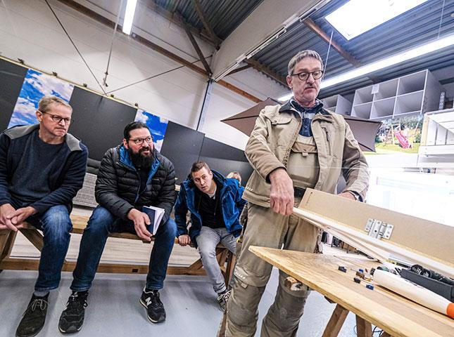 Neugierige Teilnehmer beim DIY-Innentürenseminar 2019 | HolzLand Bunzel in Marl